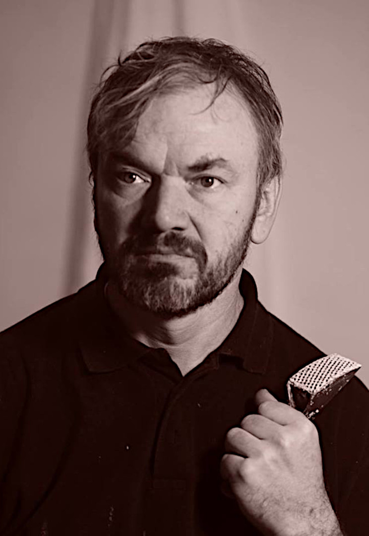 Дахівник Віталій Борисович, скульптор, старший викладач кафедри