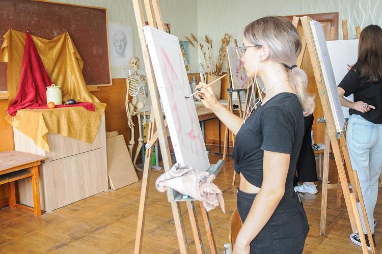 Майбутні художники складали творчі заліки в ЧНУ