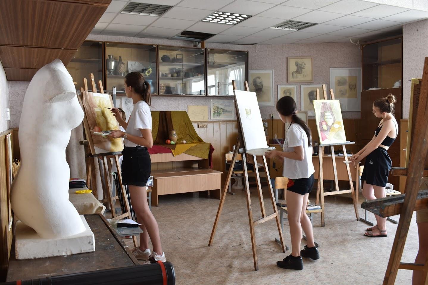 Відбулися перші два творчі конкурси з живопису 2021